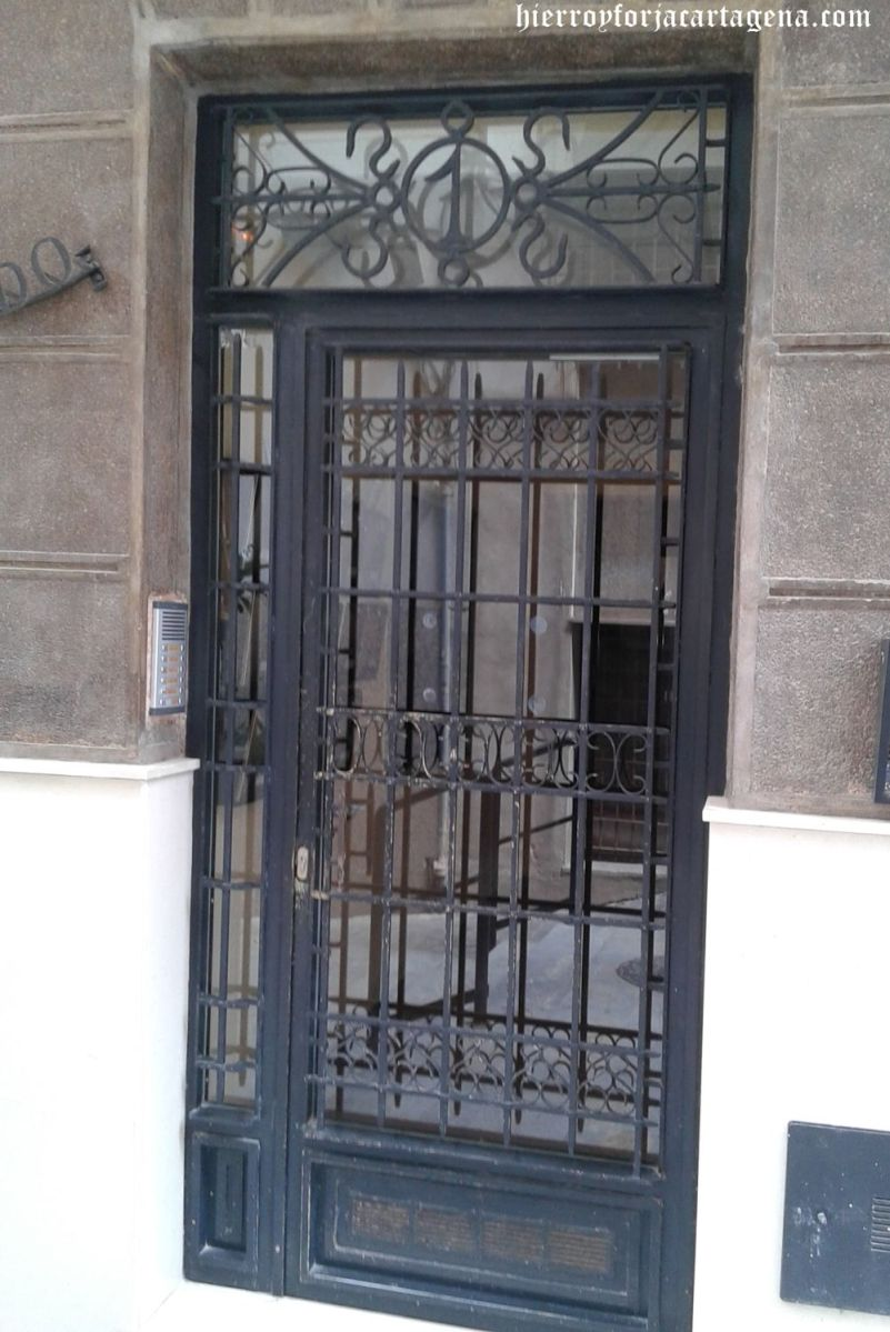 Puerta de portón de forja
